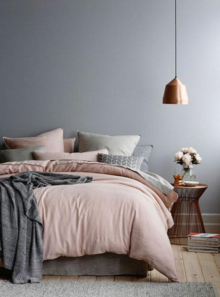 idee-peinture-chambre-adulte-couverture-en-rose-fume-vase-de-roses-parquet-de-boit