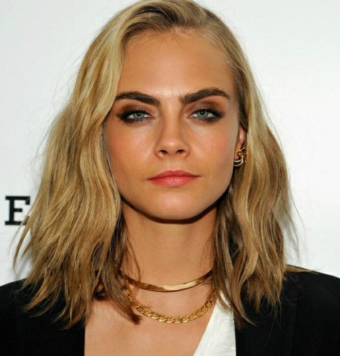 idee-de-coiffure-simple-blonde-fille-cara-delevigne