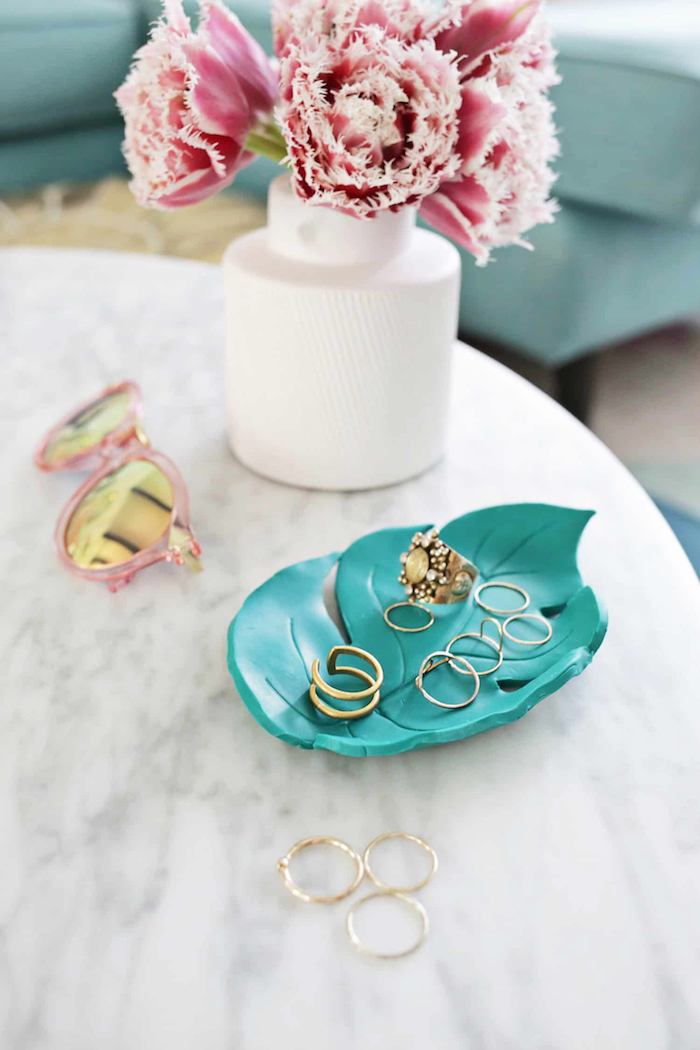 porte bijoux diy, coupelle bijoux en forme de feuille palmier en relief, range bagues origina et idée cadeau diy