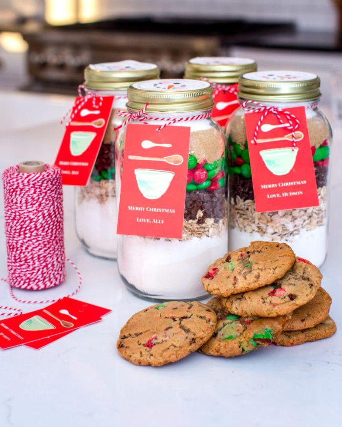 idee cadeau noel fait maison pots en verre avec ingredients cookies flocons d avoine pepites chocolat bobnons mm farine