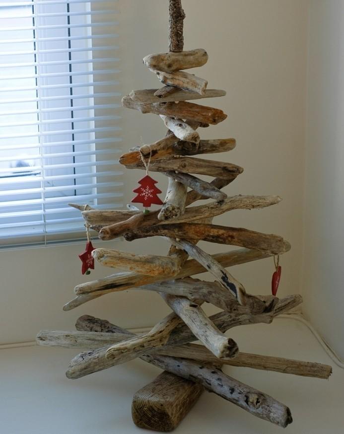 idee-comemnt-fabriquer-un-sapin-de-noel-modele-bois-flotte-decoration-rouge