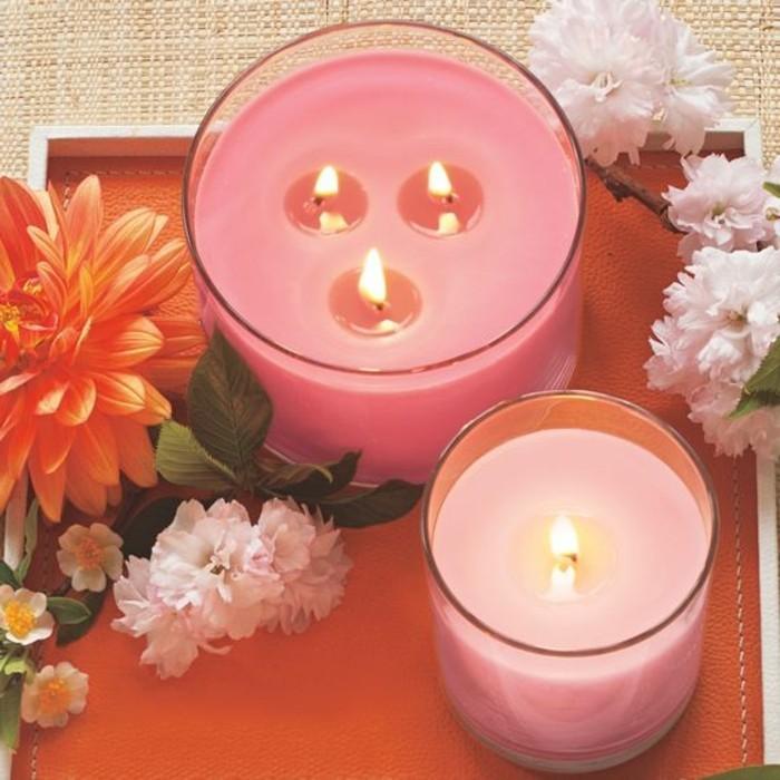 idee-simple-a-realiser-bougies-coloris-rose-moule-en-verre-comment-fabriquer-une-bougie-suggestion-excellente