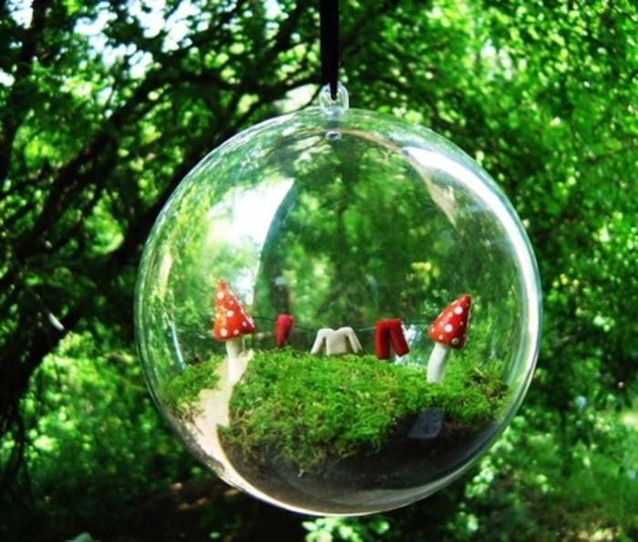 jardin-miniature-dans-une-boule-suggestion-pour-jardin-adaptee-aux-petites-espaces
