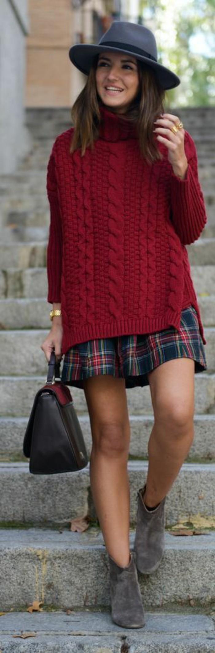 jolie-combinaison-pull-en-laine-rouge-jupe-ecossaise