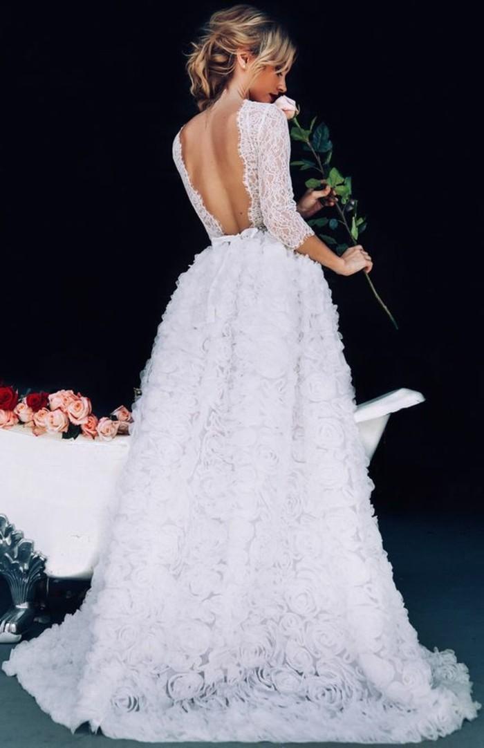 jolie-robe-de-mariee-manche-longue-dentelle-roses