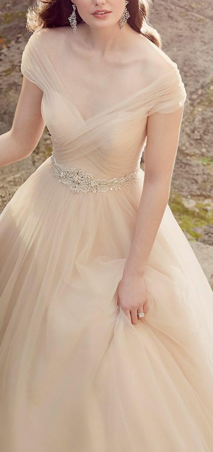 jolie-robe-de-mariee-simple-et-elegante-a-silhouett-robe-magnifique
