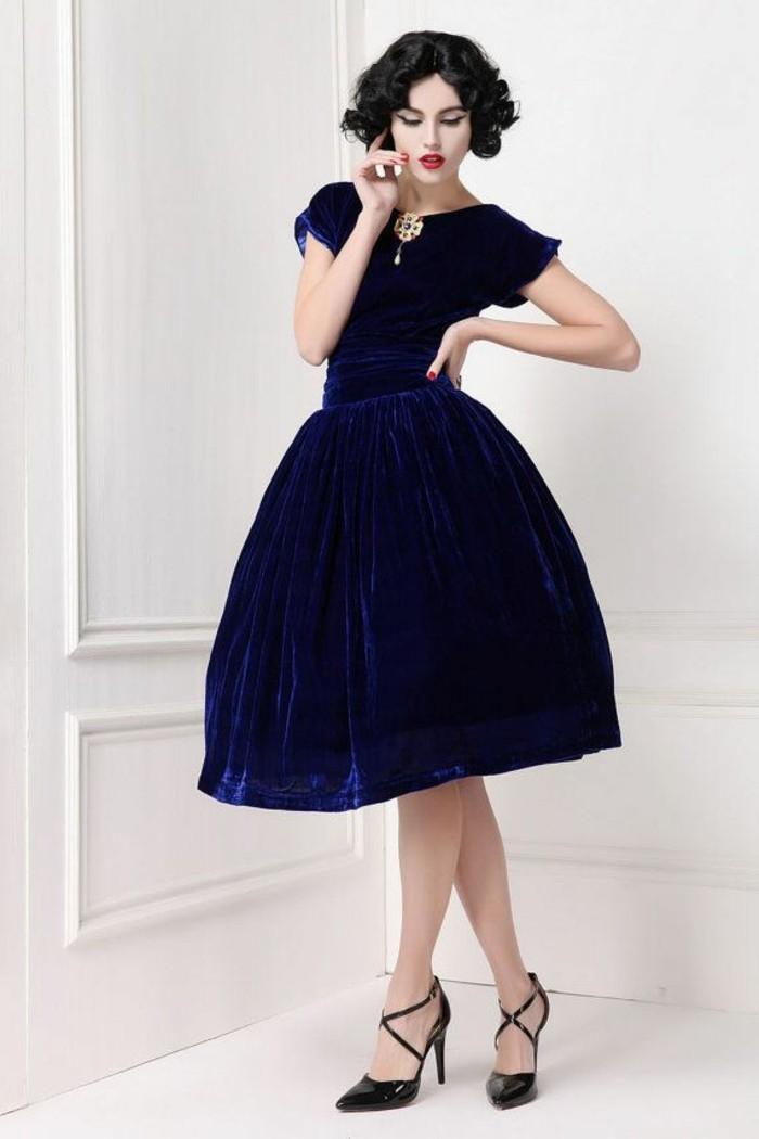 jolie-robe-velours-femme-comment-porter