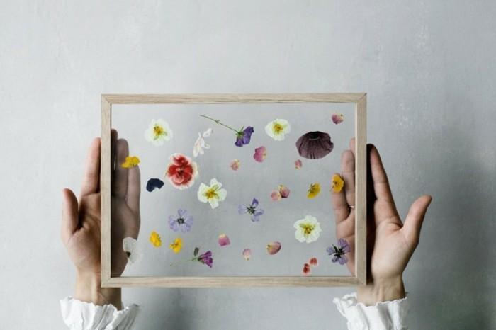 jolies-compositions-de-fleurs-posees-dans-des-cadres-suggestion-cadeau-a-faire-soi-meme-tres-esthetique