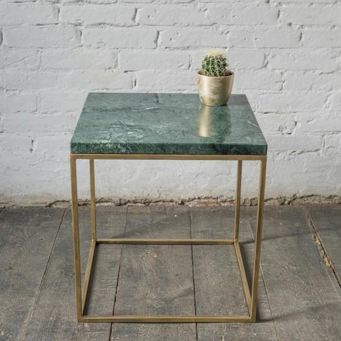 la-combinaison-parfaite-pour-votre-salon-plateau-marbre-vert-et-pieds-en-cuivre