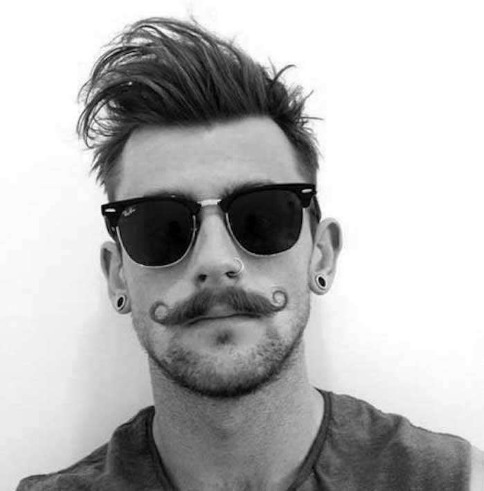 look-hipster-coupe-de-cheveux-homme-court-sur-les-cotes-long-dessus-coiffure-undercut-cheveu-fin