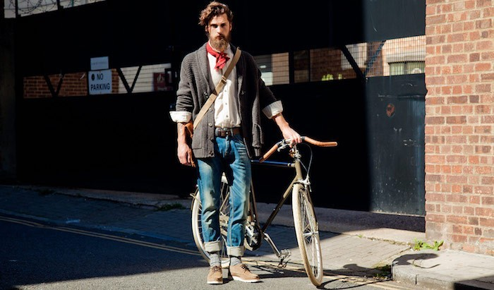 look-hipster-homme-barbe-jean-chaussure-velo-fixie
