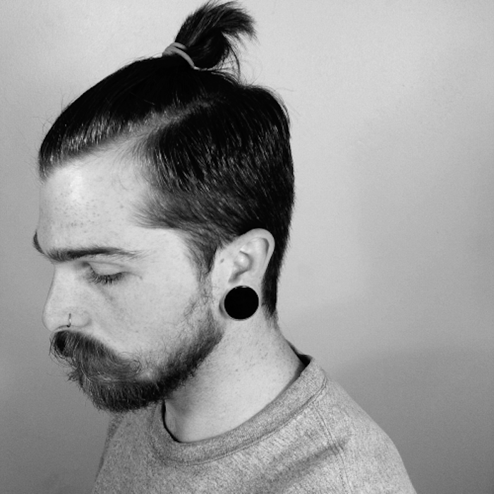 man-bun-top-knot-chignon-pour-homme-style-barbe-hipster
