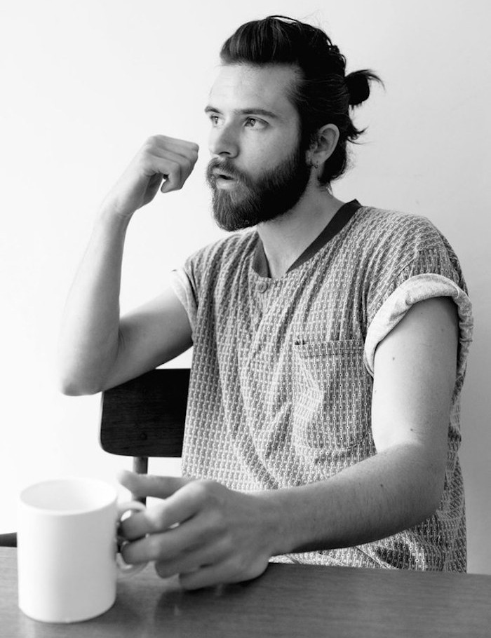 man-buns-barbe-coiffure-long-homme