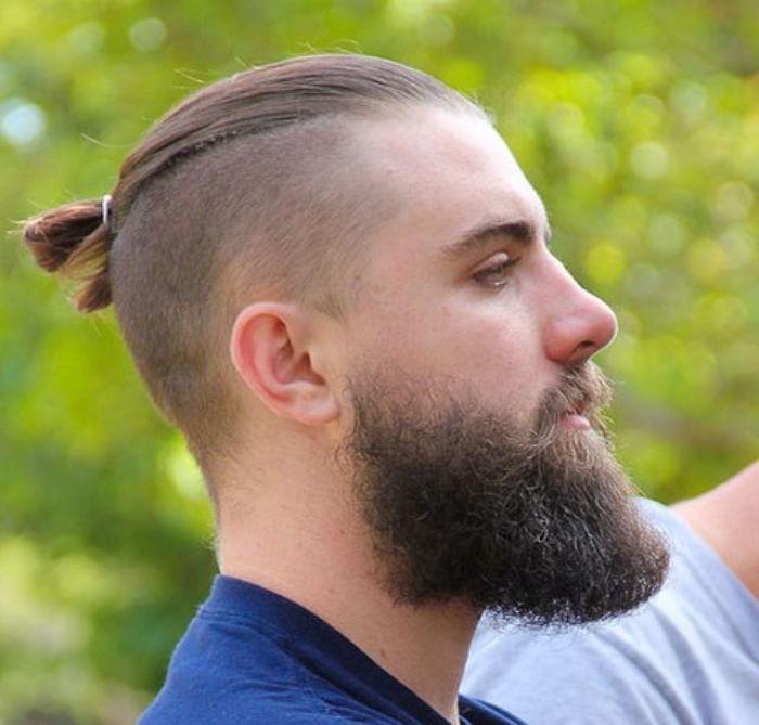 man-buns-undercut-chignon-long-barbe-court