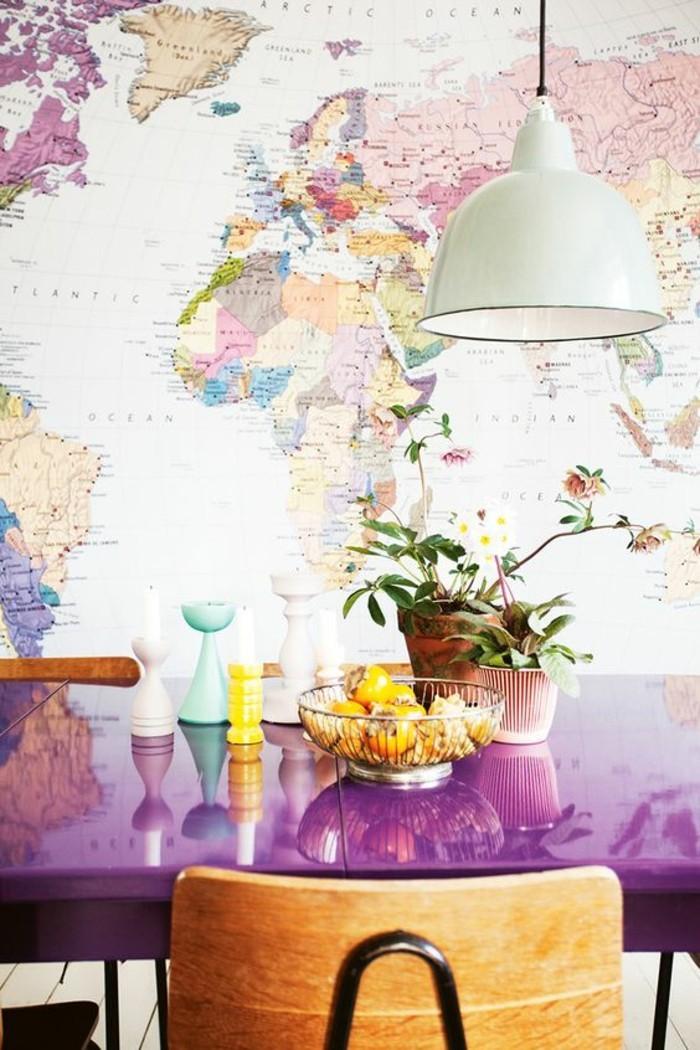 mappemonde-poster-table-de-salle-a-manger-violette-luminaire-de-cuisine-blanche