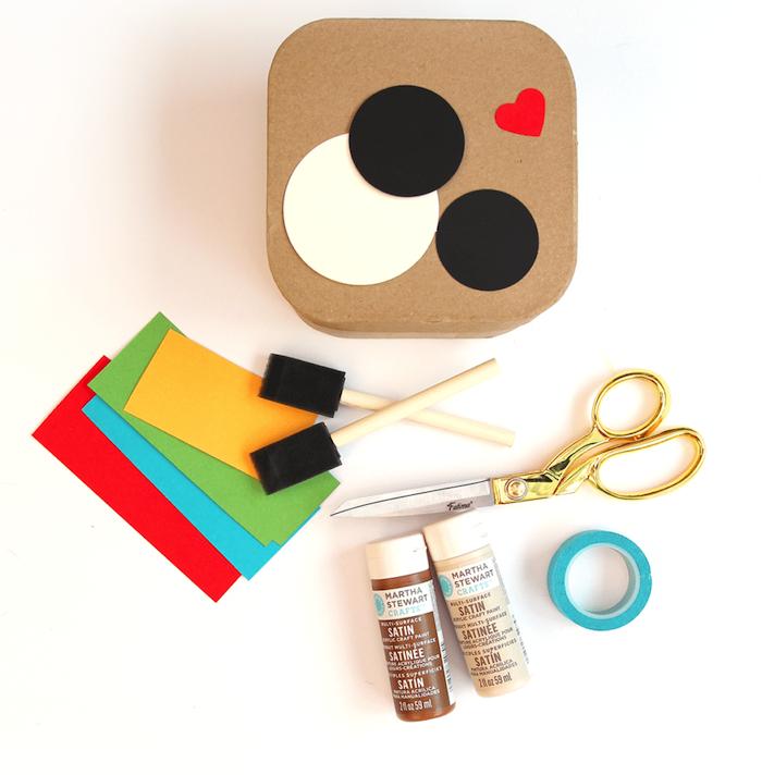 materiaux necessaire pour decorer boite en carton diy, idee comment faire boîte à photos Instagram customisée