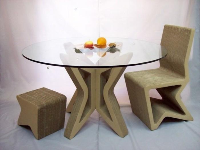 meuble-carton-quelques-pieces-de-mobilier-table-tabouret-et-chaise-en-carton
