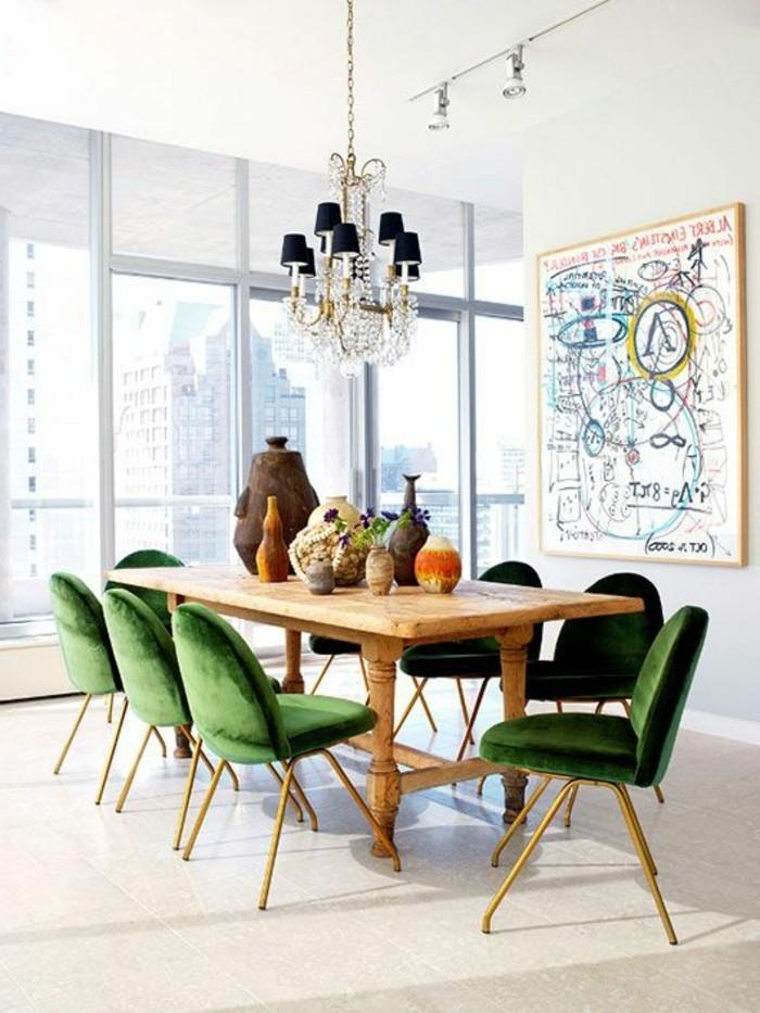 meubles-de-salle-a-manger-chaises-tapissees-moelleuses-et-table-en-bois