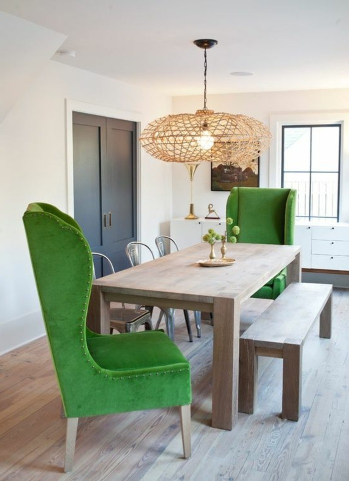 meubles-de-salle-a-manger-chaises-vertes-dossiers-hauts-suspension-moderne