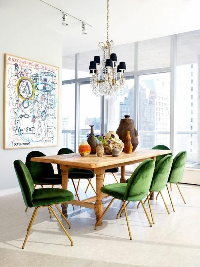 meubles-de-salle-a-manger-grande-table-en-bois-et-chaises-vertes