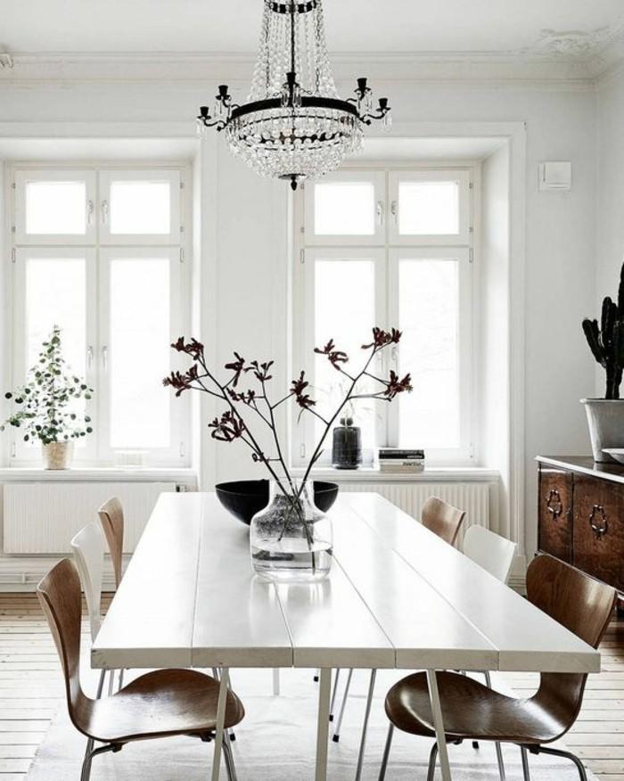meubles-de-salle-a-manger-table-blanche-rectangulaire-et-chaises-en-bois