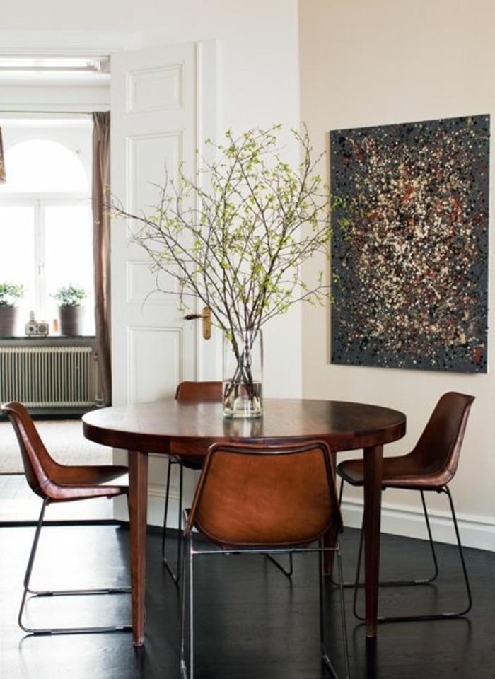 meubles-de-salle-a-manger-table-ronde-bois-fonce-chaises-marron