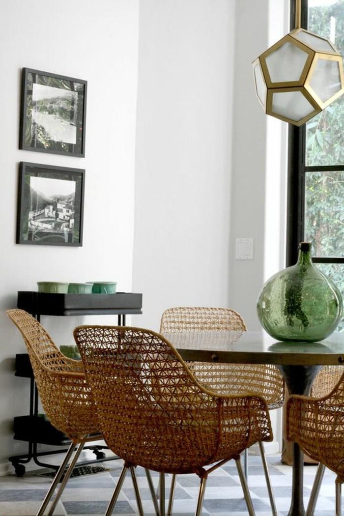 meubles-de-salle-a-manger-table-tulipe-et-chaises-tressees