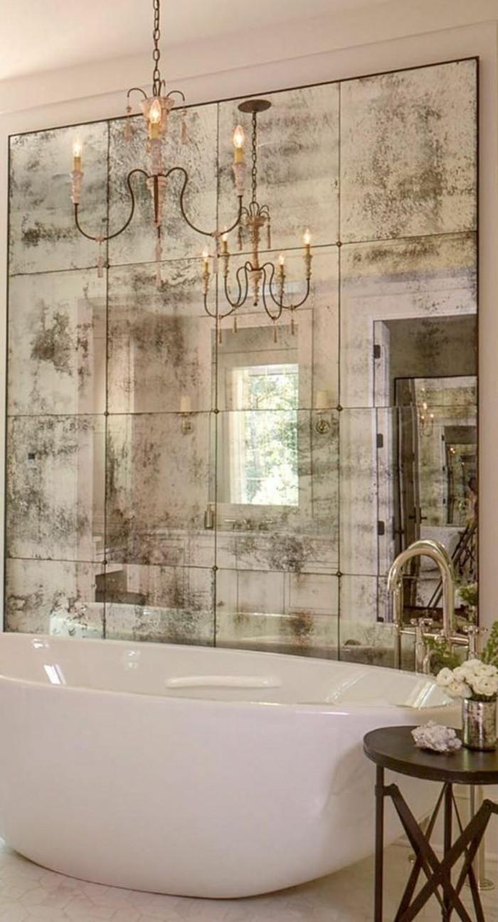 miroir-mural-grande-taille-baignoire-blanche-deco-salle-de-bain