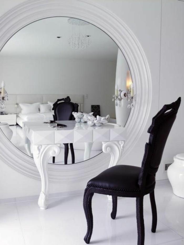 Le miroir mural grande taille accessoire pratique et décoration