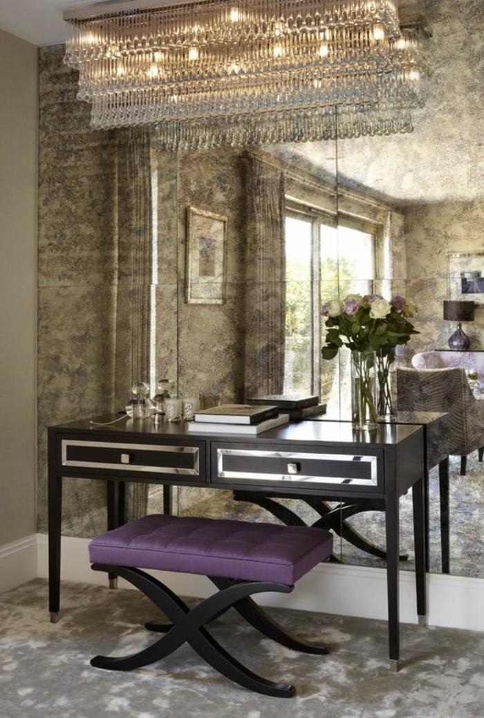 miroir-mural-grande-taille-grand-miroir-pres-dune-table-coiffeuse