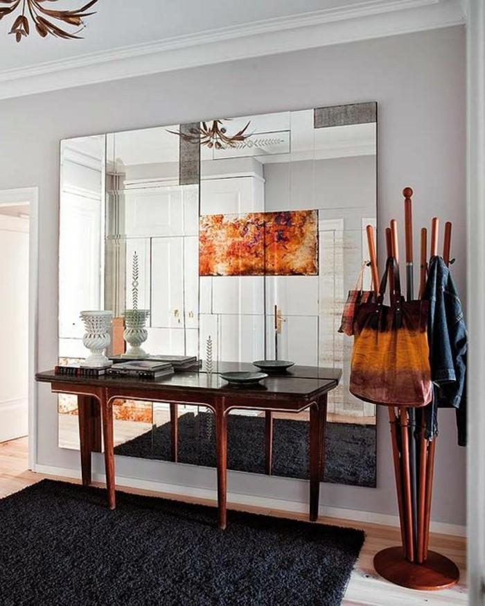 miroir-mural-grande-taille-porte-vetements-et-tapis-noir