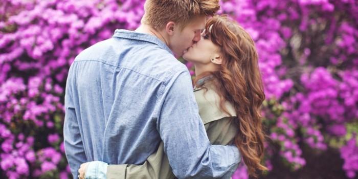 modele-coupe-cheveux-long-feminite-romantique-couple