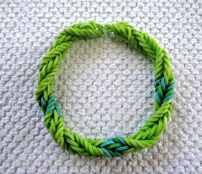 modele-de-bracelet-elastique-simple-en-vert-comment-faire-des-bracelets-en-elastique