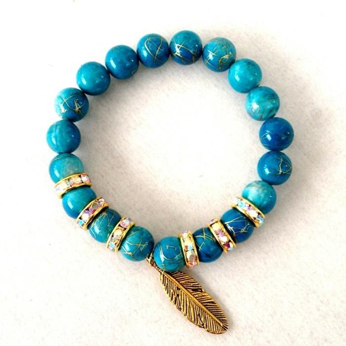 modele-de-bracelet-en-elastique-avec-des-perles-couleur-turquois
