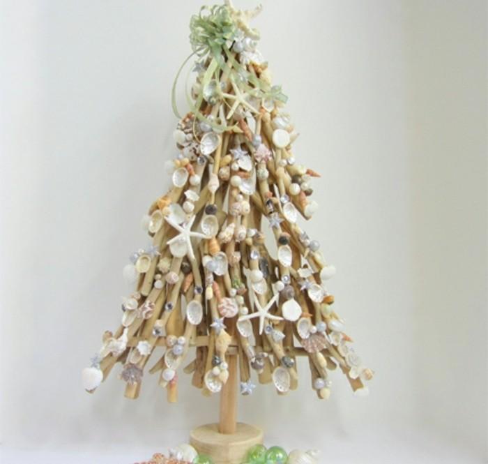 modele-de-sapin-de-noel-en-bois-clair-spin-de-noel-decoration-fantastique-a-motifs-bord-de-mer