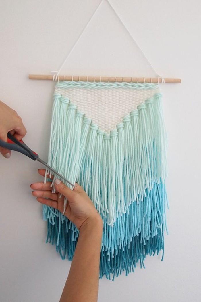 modele-different-d-attrape-reve-franges-de-lin-bleu-superbe-idee-pour-fabriquer-un-attrape-reve