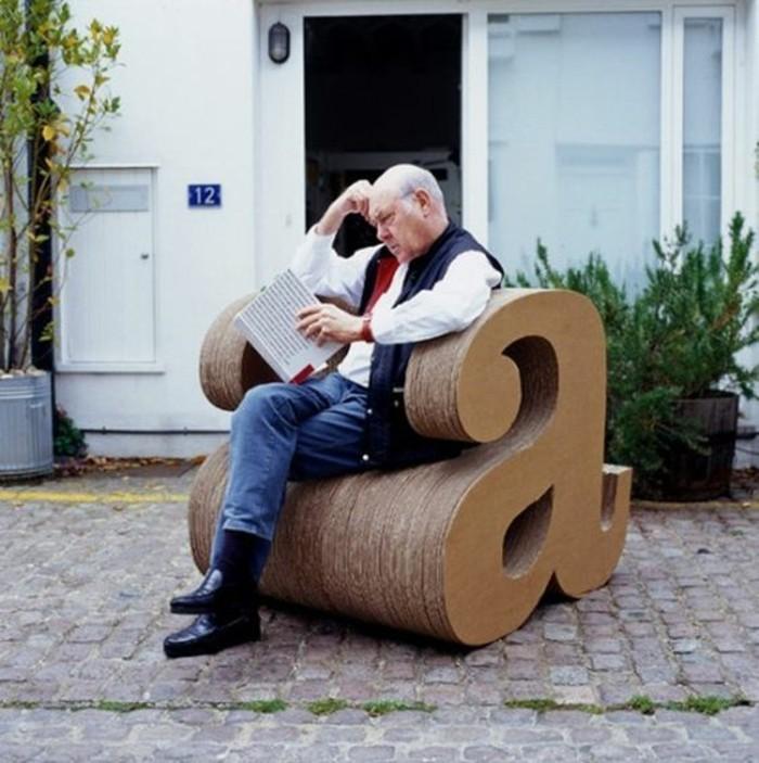 modele-tres-original-de-meuble-carton-fait-maison-a-l-aide-de-cartons-recup