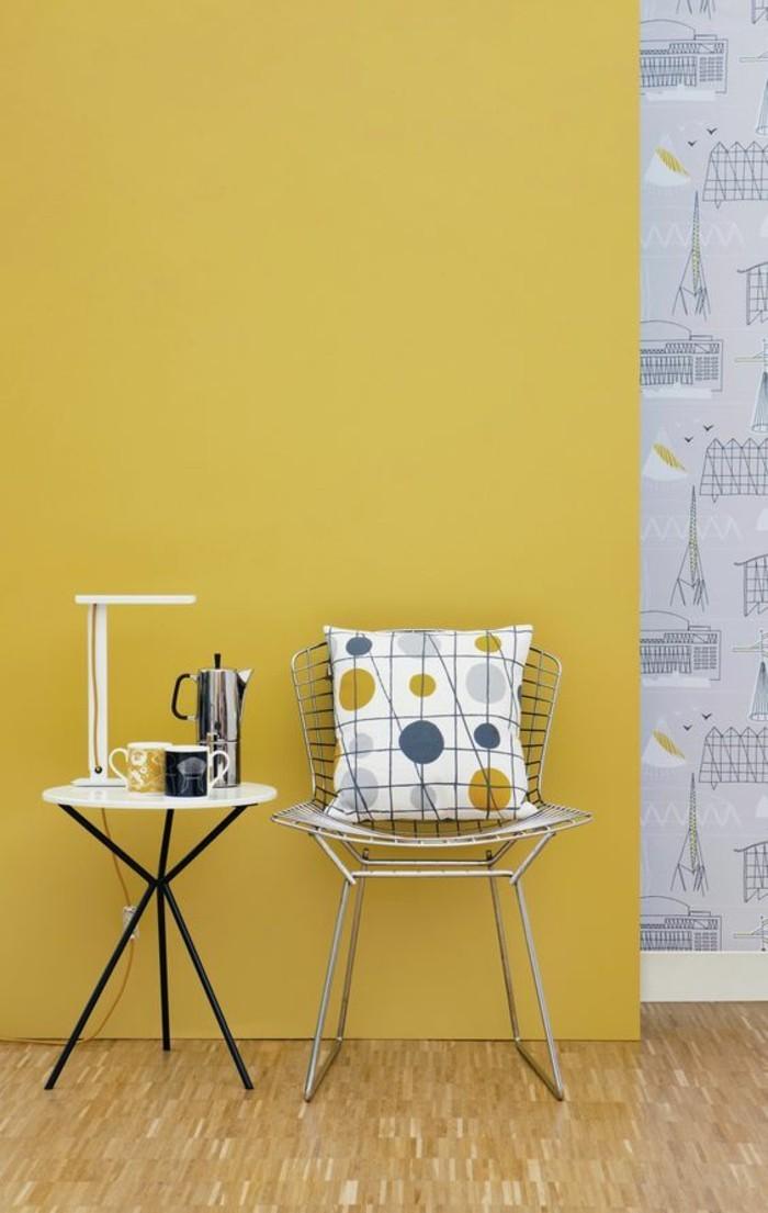 La couleur jaune moutarde nouvelle tendance dans l for Couleur papier peint salon
