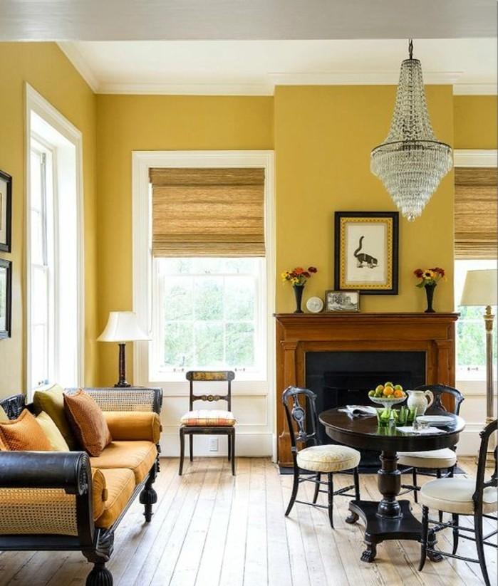 mur-jaune-style-vintage-grand-lustre-cheminee