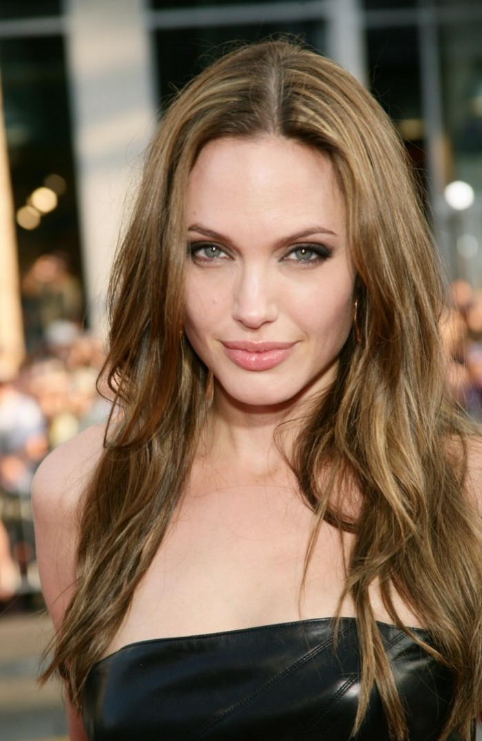 ootd-belle-femme-coupe-cheveux-long-boucles-angelina-jolie
