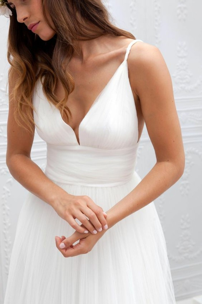opter-pour-la-robe-mariee-simple-dentelle-decolletage