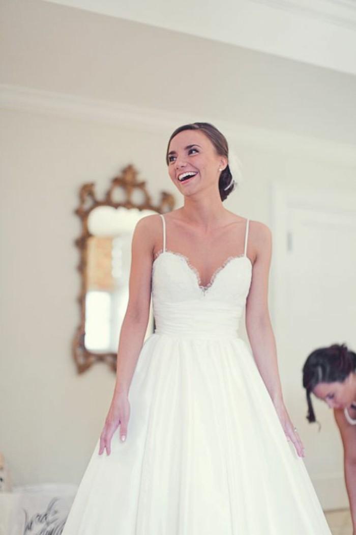 opter-pour-la-robe-mariee-simple-dentelle-longue-robe-blanche