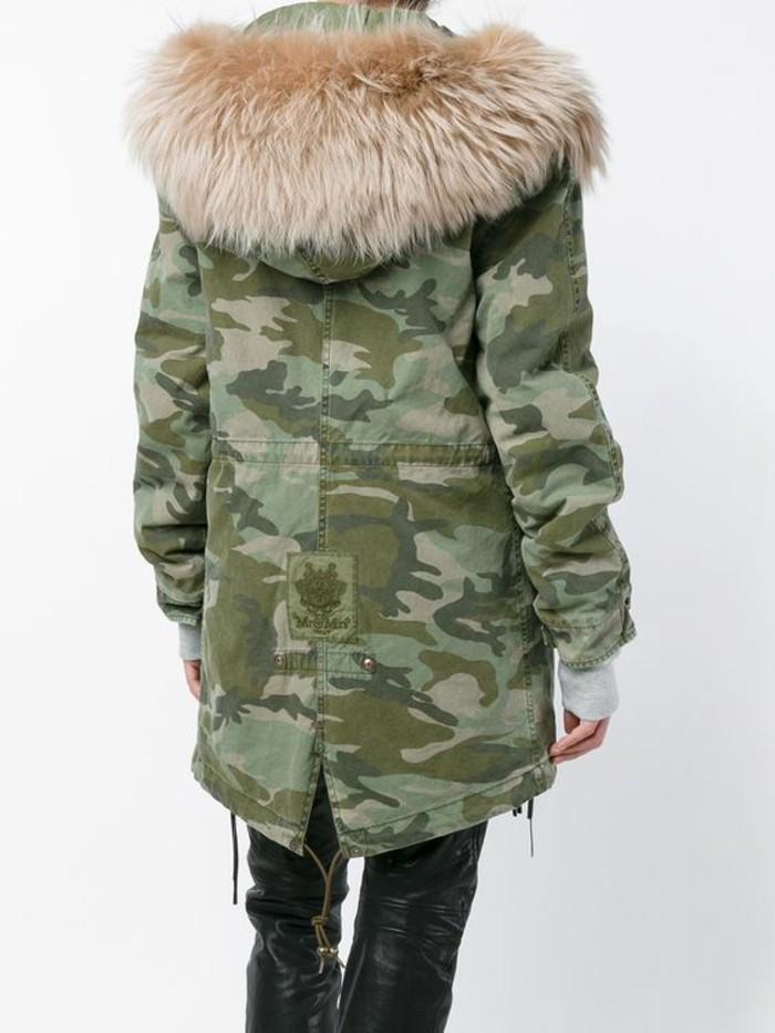 parka-militaire-femme-imprime-camo-capuchon-fourrure