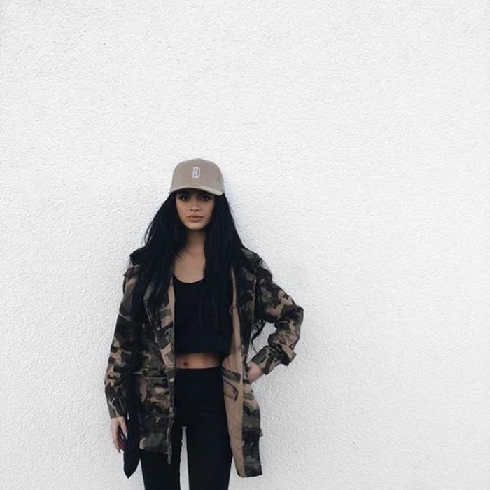 parka-militaire-femme-imprime-camouflage-slim-et-top-court