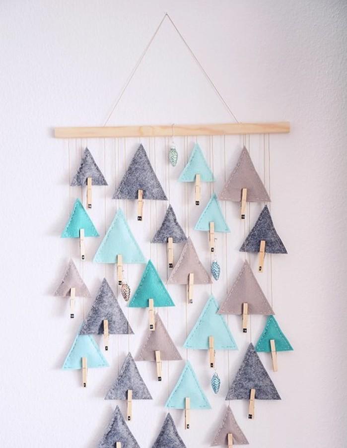 petites-pochettes-triangulaires-suspendues-calendrier-de-l-avent-adulte-simple-et-esthetique