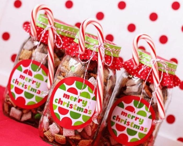 petits-biscuits-dans-de-superbes-pots-decores-pour-la-fete-de-noel-cadeau-de-noel-a-faire-soi-meme
