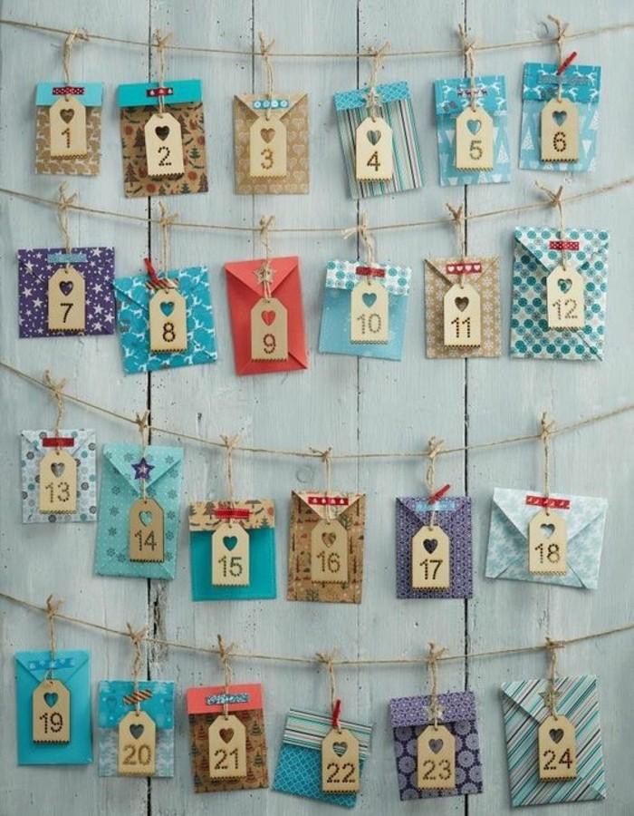 petits-enveloppes-multicolores-avec-des-petites-cartes-de-noel-calendrier-de-l-avent-a-fabriquer