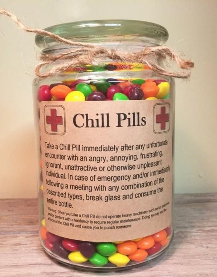 pot-rempli-de-bonbons-cadeau-de-noel-a-fabriquer-de-ses-propres-mains-suggestion-gourmande