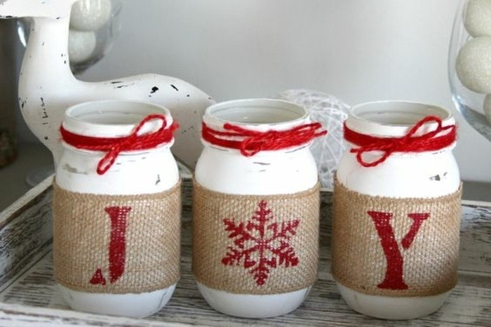 pots-peints-en-blanc-decoration-en-rouge-a-motifs-festifs-decoration-de-noel-tres-facile-a-realiser-et-geniale