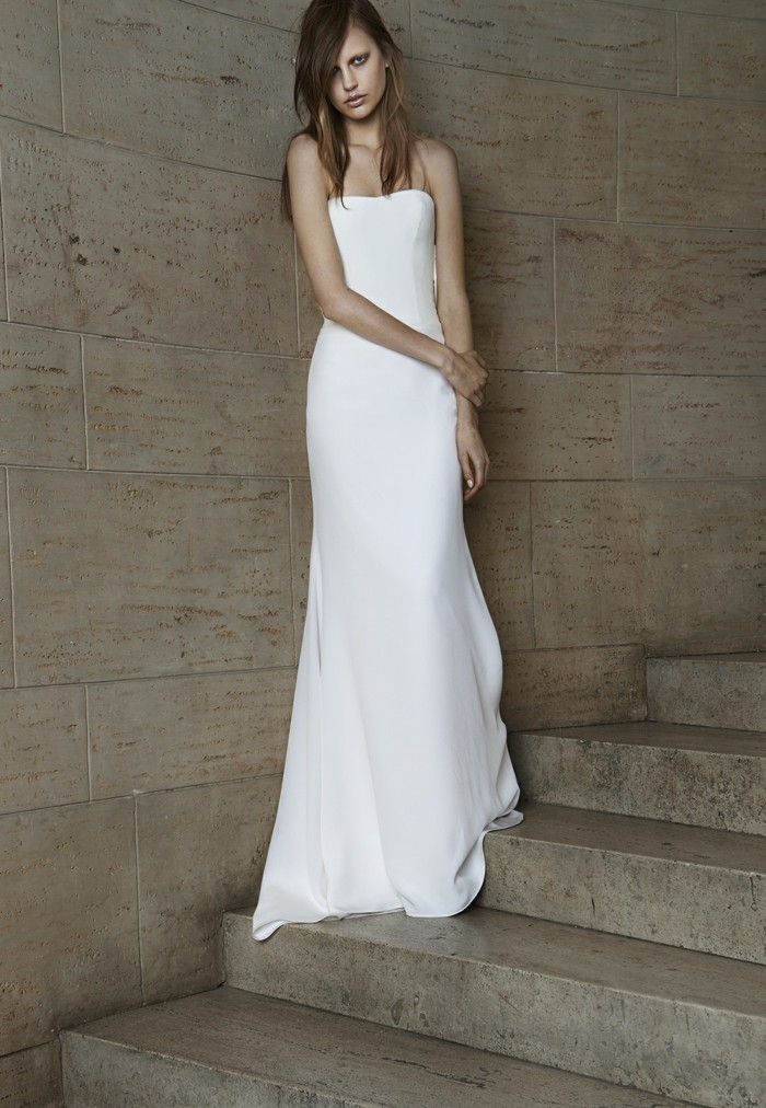 princesse-robe-de-mariee-tres-simple-mariee-belle-au-couloir